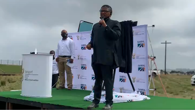 Mbalula hands over Sigidi, Makwantini access roads